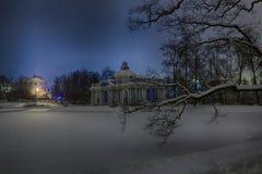 Sikten av aftonen eller natten Cameron Gallery och groten i Catherine parkerar Tsarskoye Selo Pushkin, StPetersburg, Ryssland Royaltyfria Bilder
