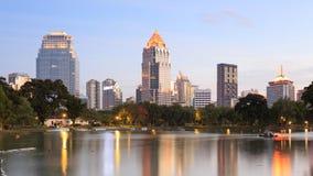 Sikten av Bangkok Cityscape från Lumpini parkerar Arkivfoto