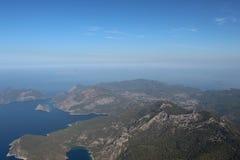 Sikten av bergen och havet 5 Arkivfoto