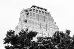 Sikten av byggande av Lumphini parkerar inifrån, Bangko Fotografering för Bildbyråer