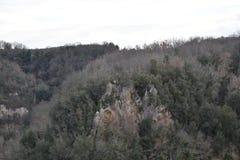 Sikten av dalen med stenen sporrar Arkivbilder