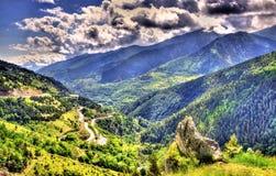 Sikten av de Catalan Pyreneesna, ett naturligt parkerar arkivbild