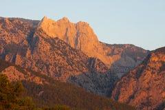 Sikten av de forested bergen från havet, Turkiet Royaltyfri Bild