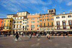 Sikten av de piazzabehån och turisterna Fotografering för Bildbyråer