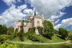 Sikten av den Bojnice slotten Arkivfoto