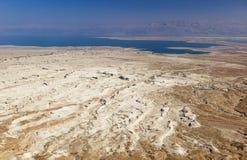 Sikten av den Judaean öknen och ser absolut från Masada israel Royaltyfria Bilder