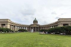 """Sikten av den Kazan domkyrkan från Nevsky Prospekt Sankt †""""Petersburg Royaltyfria Bilder"""