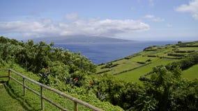 Sikten av den molniga Pico ön. Azores. Arkivfoto