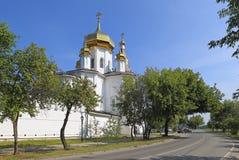 Sikten av den ortodoxa Svyato-Troitsky kloster i Tyumen Arkivfoton