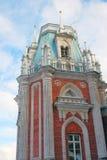 Sikten av den stora slotten i Tsaritsyno parkerar i Moskva Arkivbild