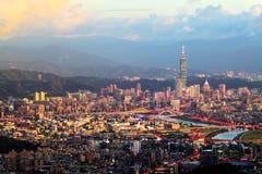 Sikten av den Taipei staden, Taiwan Royaltyfri Bild