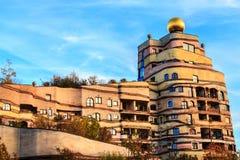 Sikten av det Hundertwasser huset i Darmstadt, Tyskland Arkivbild