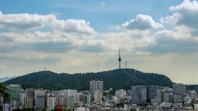 Sikten av det Namsan tornet i Seoul, Sydkorea stock video