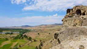 Sikten av det pittoreskt vaggar staden av Uplistsikhe, nära Gori, Georgia arkivbild