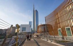Sikten av det Unicredit tornet står högt, inre område för `-Porta Nuova ` nära Garibaldi drevstation i Milan Milano, Italien royaltyfri bild