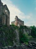 Sikten av en welsh slott och vaggar Fotografering för Bildbyråer