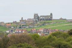 Sikten av engelsk bygd med abbotskloster fördärvar Royaltyfria Bilder