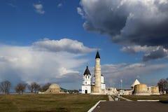 Sikten av f?rd?rvar av domkyrkamosk?n i den bulgariska historiska och arkitektoniska Museum-reserven f?r tillst?ndet royaltyfria foton