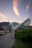 Sikten av fredbron och TVtornet från den `-Europa `en kvadrerar på solnedgången Fotografering för Bildbyråer