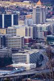 Sikten av hjärtan av i stadens centrum Roanoke från maler berget förbiser arkivfoto