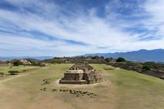 Sikten av Monte Alban fördärvar i Oaxaca arkivbild