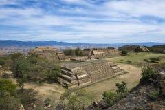 Sikten av Monte Alban fördärvar i Oaxaca arkivfoto