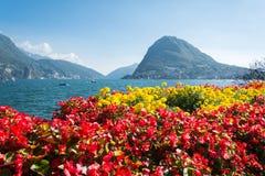 Sikten av monteringsSt Salvatore från Luganos parkerar Arkivfoton