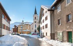 Sikten av Realp i vinter, är en liten by, nästan som de större skidar område av Andermatt i Schweiz Arkivbild