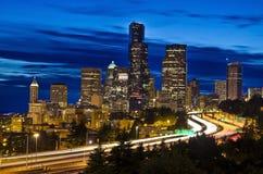 Sikten av Seattle från Dr Jose Rizal Bridge Royaltyfri Fotografi