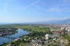 Sikten av Shkodra och dess omgeende natur som ses från Rozafa, rockerar, Albanien Royaltyfria Bilder