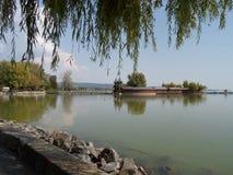 Sikten av sjön Balaton i tidig höst Royaltyfria Bilder