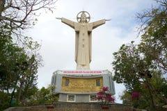 Sikten av statyn av Jesus Christ på berget Nyo Vung Tau Vietnam Fotografering för Bildbyråer