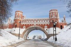 Sikten av Tsaritsyno parkerar i Moskva Arkivfoton