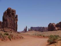 Sikten av vaggar bildande, monumentdalen, Arizona-Utah, USA Royaltyfria Bilder