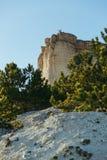 Sikten av vit vaggar eller Aq Qaya på en solig sommardag crimea Vit kalksten med en vertikal klippa arkivbild