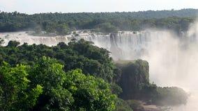Sikten av världsomspännande bekanta Iguassu faller på gränsen av Brasilien och Argentina lager videofilmer