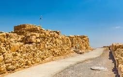 Sikten fördärvar på av den Masada fästningen - den Judaean öknen, Israel arkivbilder