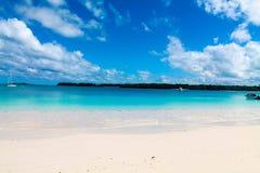 Sikten från ön av sörjer, Nya Kaledonien Royaltyfri Fotografi