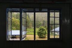 Sikten från fönstret av en tefabrik Arkivbild