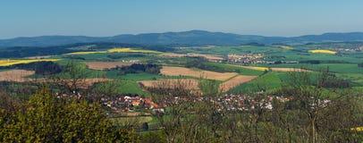 Sikten från fördärvar av slotten Ryzmberk royaltyfria bilder