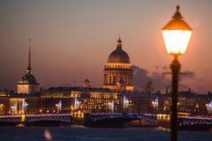 Sikten från floden är inte på den huvudsakliga dragningen av St Petersb Fotografering för Bildbyråer