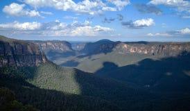 Sikten från Govetts hoppar i de blåa bergen, Australien Royaltyfria Foton