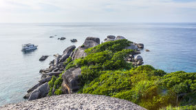Sikten från klipporna på åttondelen av de Similan öarna i Thailand Arkivfoto