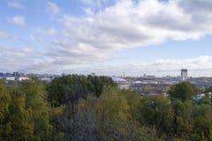 Sikten från observationsdäcket på sparvkullarna till Moskva Royaltyfri Foto