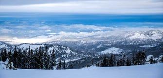 Sikten från ovanför molnen Royaltyfria Bilder