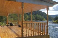 Sikten från terrassen på floden Royaltyfria Bilder
