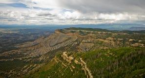 Sikten från utkikpunkt på Mesa Verde National Park. Royaltyfri Bild