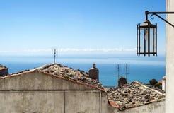 Sikten in i Gargano färgade gator arkivfoto