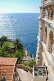 Sikten nära det oceanografiska museet eller Museen Oceanographique är ett museum av marin- vetenskaper i Monaco Ville i Monaco fotografering för bildbyråer