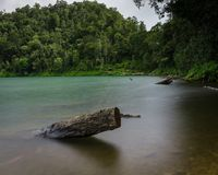Sikten på Danau Gunung Tujuh sjön royaltyfri bild